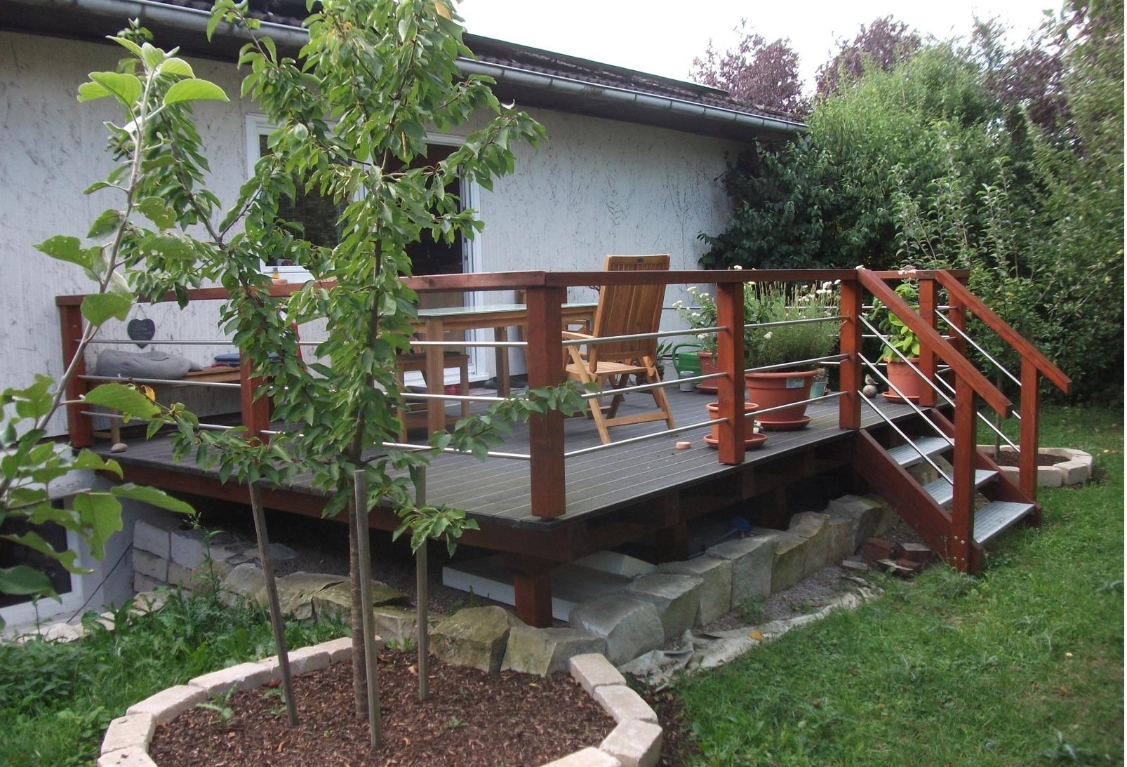 Holzgestaltung im garten - Terrasse hoher als garten ...