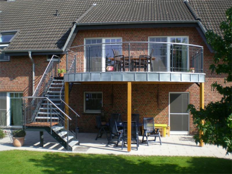 balkon aus holz anbauen haus and modern on. Black Bedroom Furniture Sets. Home Design Ideas