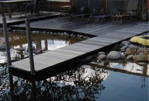 Terrasse mit Steg am Gartenteich Oelde